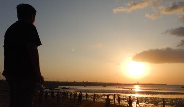 Sunset Romantis Pantai Oesapa Travel Jpnn Membayar Tarif Rp 4
