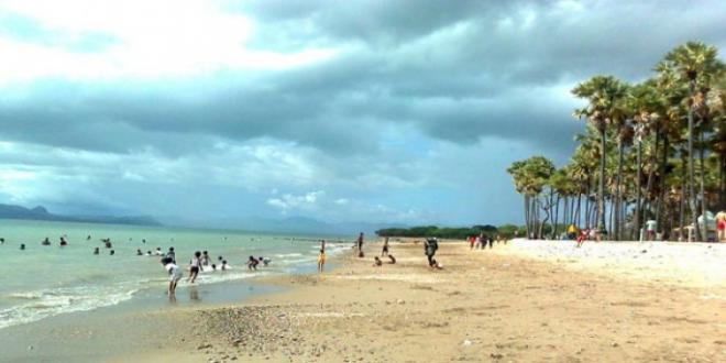Warga Padati Objek Wisata Hari Terakhir Libur Lebaran Pantai Lasiana
