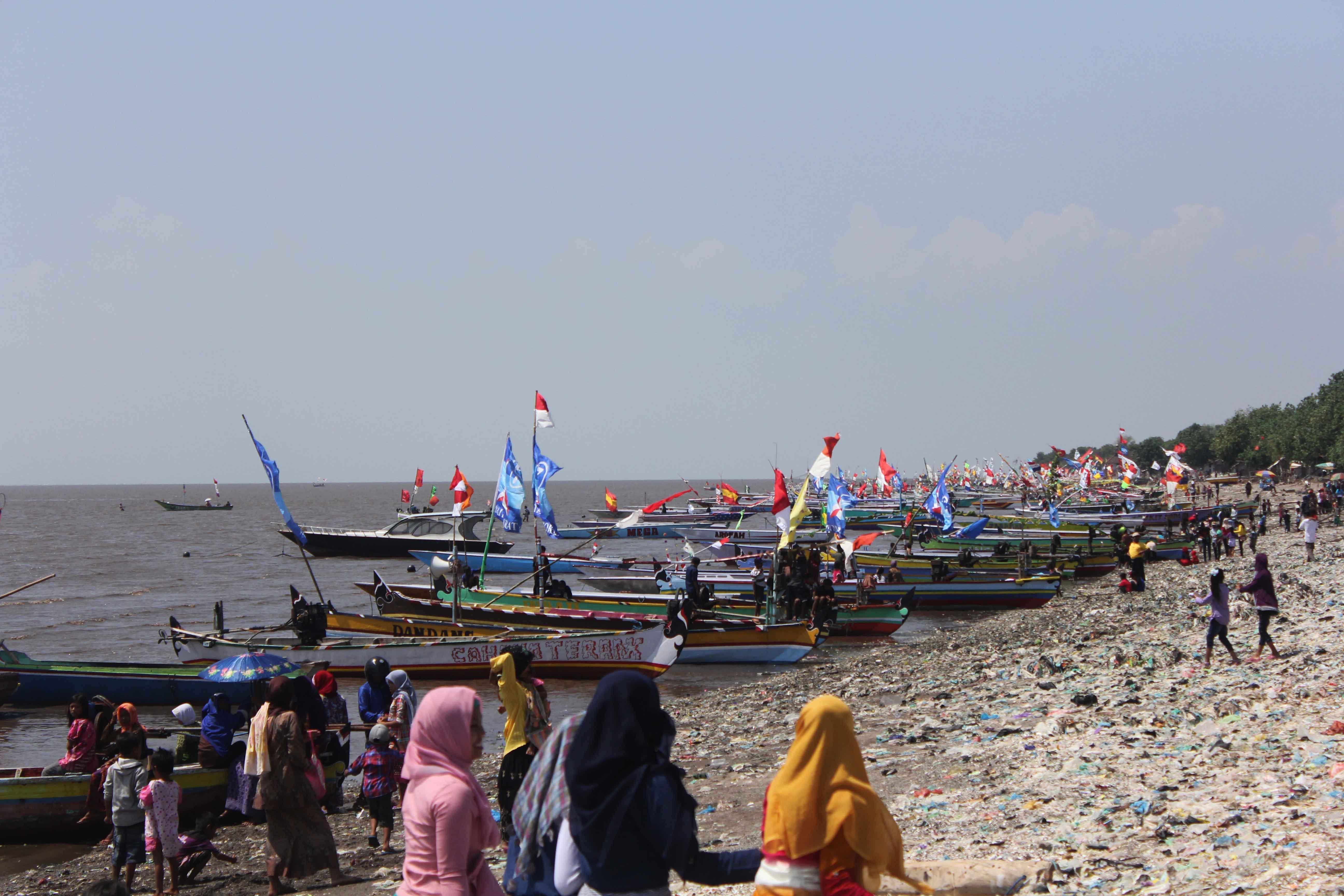 Dpm Ptsp Provinsi Jatim Tradisi Petik Laut Pantai Pasir Panjang