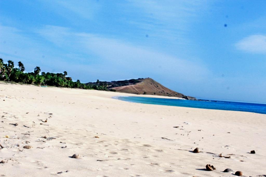 Pantai Buan Liman Surga Tersembunyi Pulau Semau Safari Ntt Lokasi