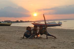 Pantai Pasir Panjang Kupang 2 Ngobrol Motorcross Kab