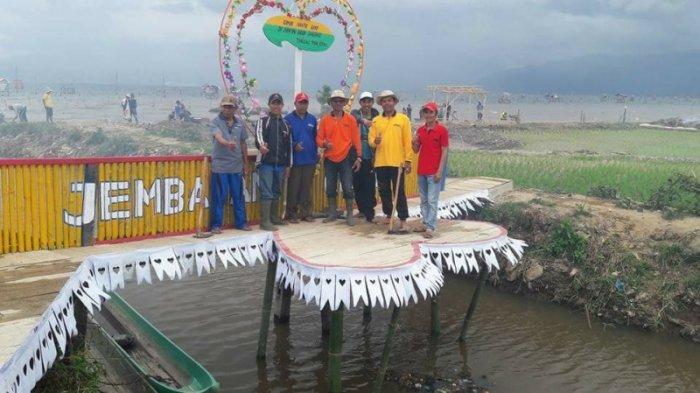 Ribuan Pengunjung Serbu Ikon Wisata Pantai Pasir Panjang Kerinci Kab