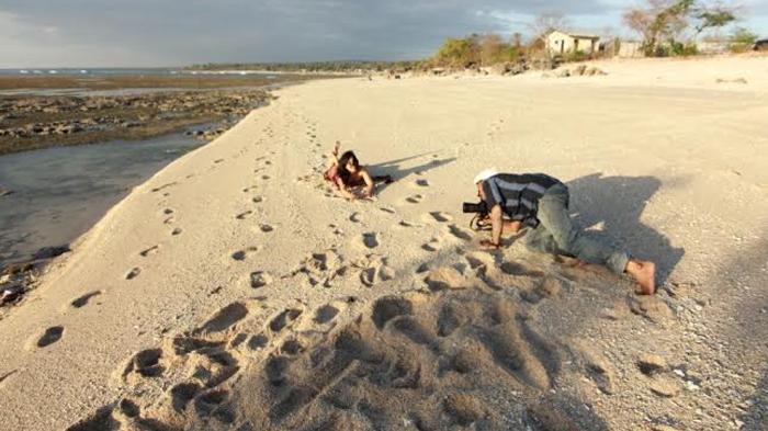 Asyik Memancing Berburu Bintang Laut Ubur Pantai Tablolong Pasir Putihnya
