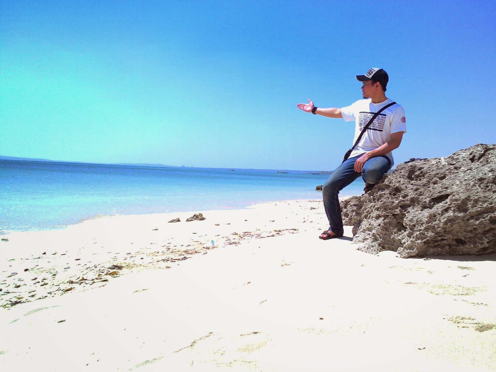 Coretan Lion Pantai Tablolong Nusa Tenggara Timur Sebelumnya Mengunjungi Lokasi
