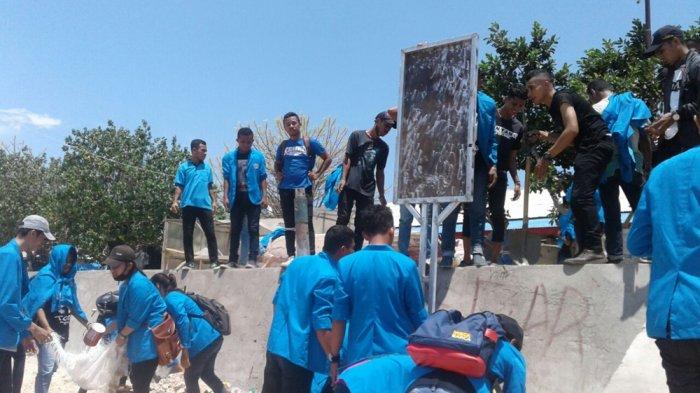 Mahasiswa Pariwisata Pnk Bersihkan Pantai Tablolong Pos Kupang Kab