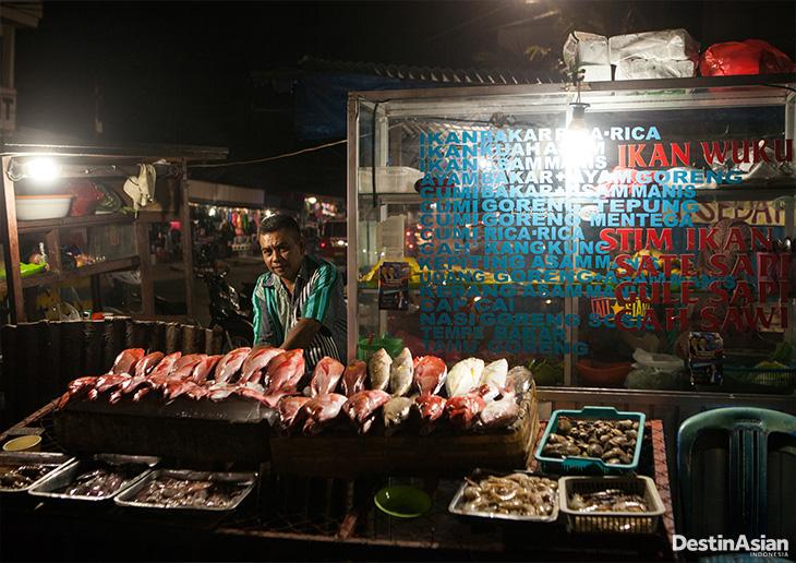 48 Jam Kupang Destinasian Indonesia Aneka Hidangan Laut Segar Dijajakan