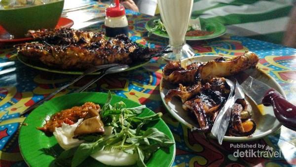 Aneka Kuliner Lezat Pasar Malam Kampung Solor Kupang Ikan Cumi