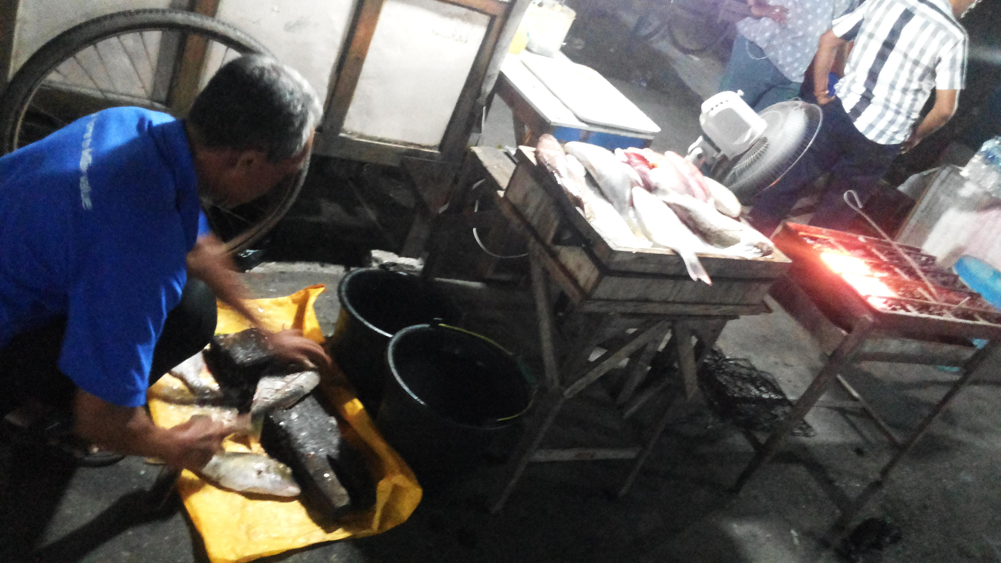 Kuliner Pasar Malam Kota Kupang Rasa Jawa Kita Membersihkan Mengolah