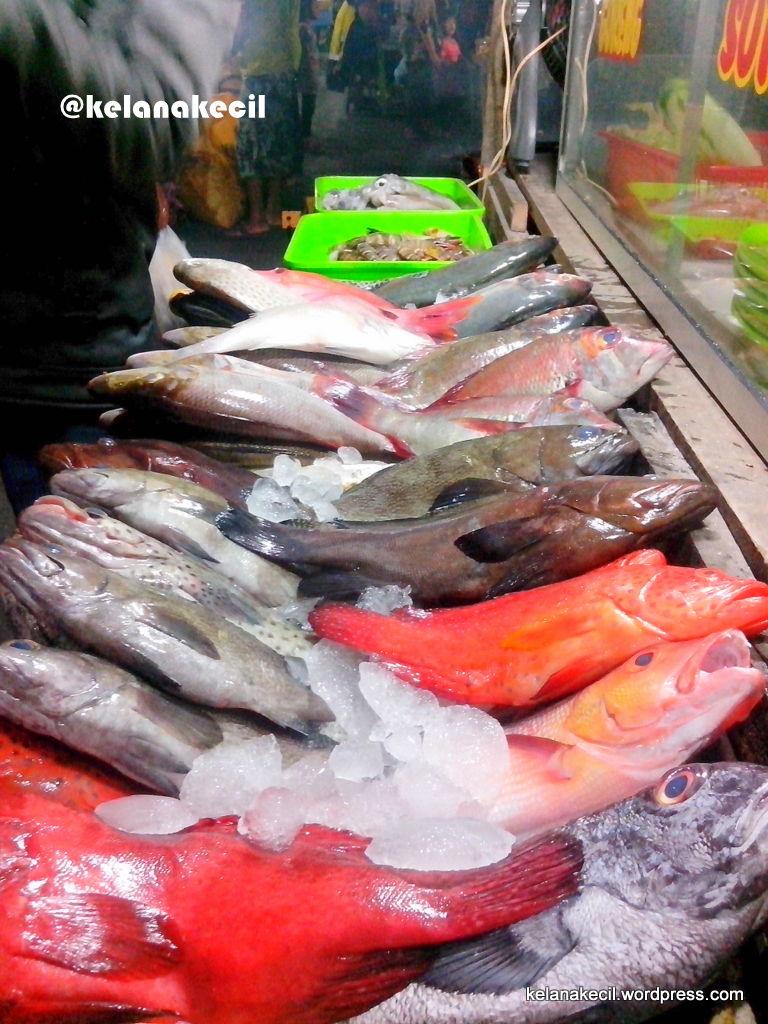 Menyantap Aneka Seafood Ikan Bakar Kampung Solor Kupang Pilihan Segar