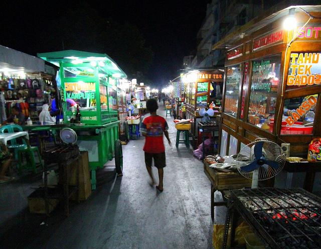 Seputar Tempat Wisata Pantai Tedis Pasar Malam Kampung Solor Kampo