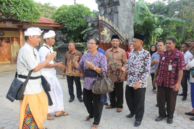 Kakanwil Kemenag Riau Drs Ahmad Supardi Ma Mengunjungi Pura Oebanantha