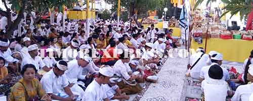 Peringati Kemenangan Dharma Melawan Andharma Timor Express Umat Hindu Se