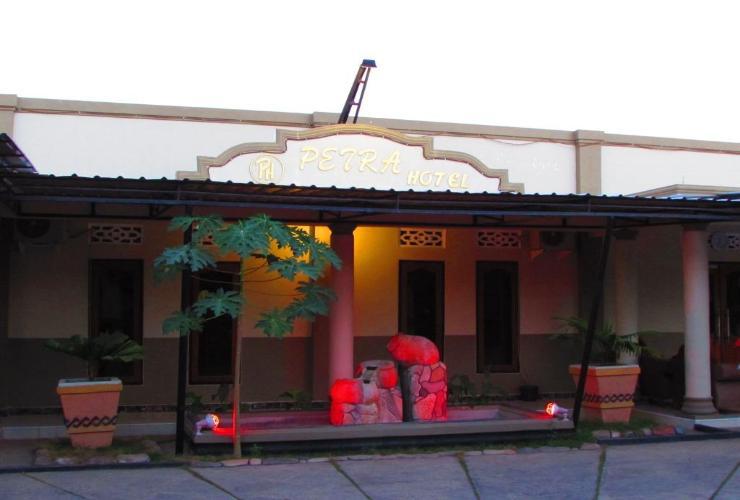 Petra Hotel Oebobo Kupang Traveloka Pura Oebananta Kab
