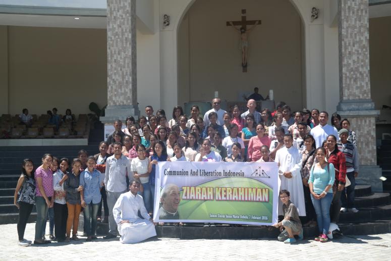 Ziarah Kerahiman 2016 Communion Liberation Indonesia Peserta Berfoto Bersama Depan