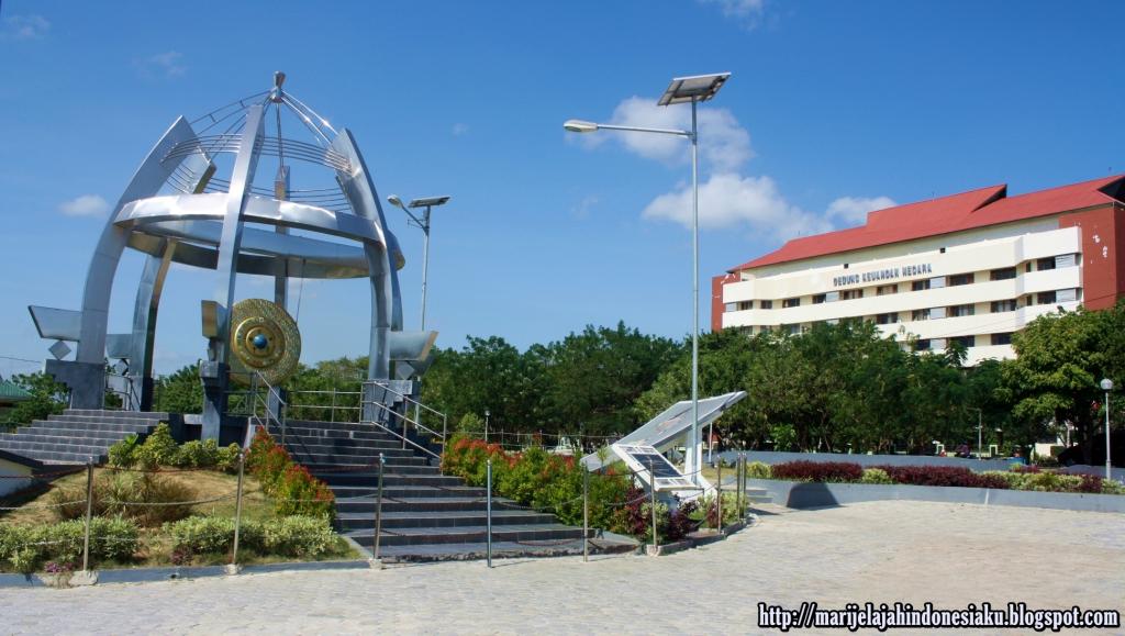 Gong Perdamaian Nusantara Simbol Bangsaku Jelajah Tepat Depan Gedung Keuangan
