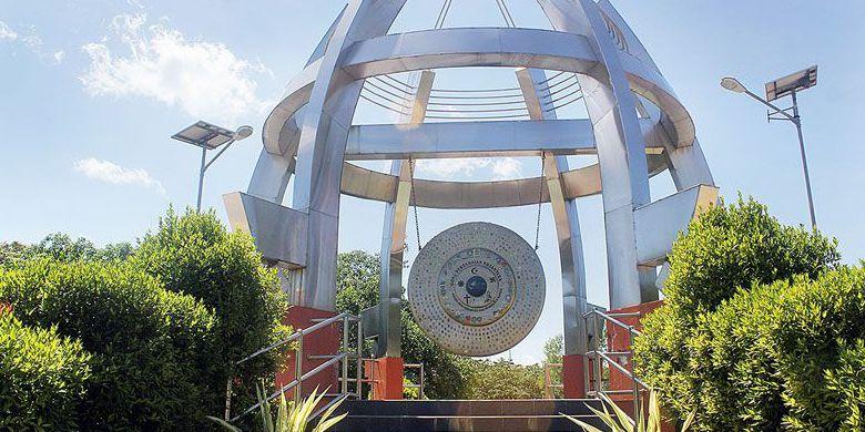 Gong Perdamaian Taman Nostalgia Kupang Halaman 1 Kompas Kab
