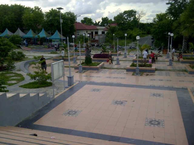 Nusa Tenggara Timur Taman Nostalgia Berada Kota Kupang Terdapat Gong