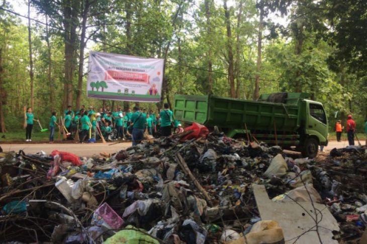 Bbksda Larang Aktivitas Pembuangan Sampah Camplong Antara News Sejumlah Pegawai
