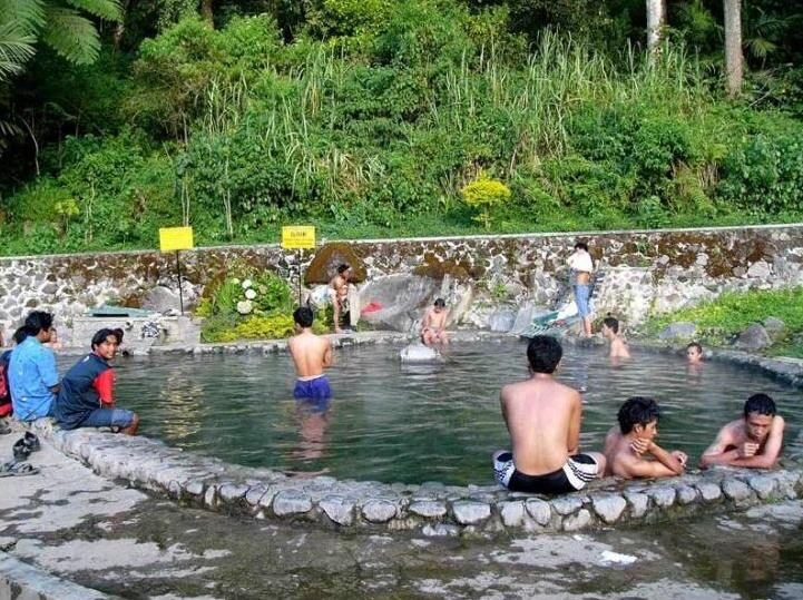 Wisata Lamongan Pemandian Air Panas Brumbung Istana Gunung Mas 27