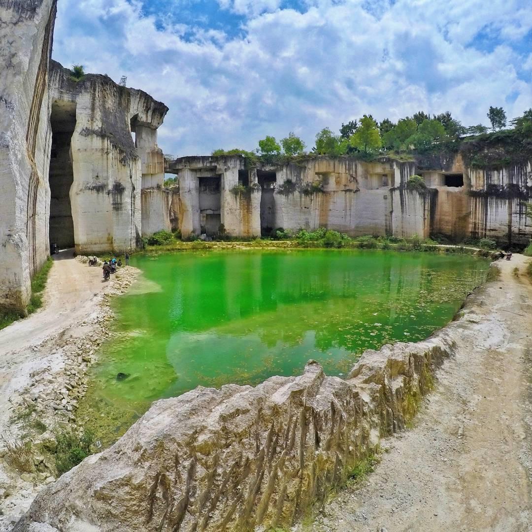 Wisata Tlogosadang Spot Foto Bukit Kapur Mempesona Istana Gunung Mas