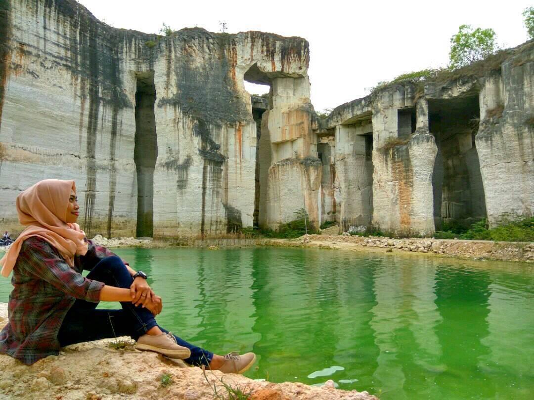 Wisata Tlogosadang Spot Foto Bukit Kapur Mempesona Terletak Desa Bluri