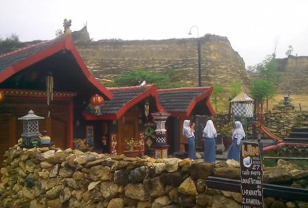 Yuk Berkunjung Wisata Istana Gunung Mas 27 Mantup Lamongan Disamping