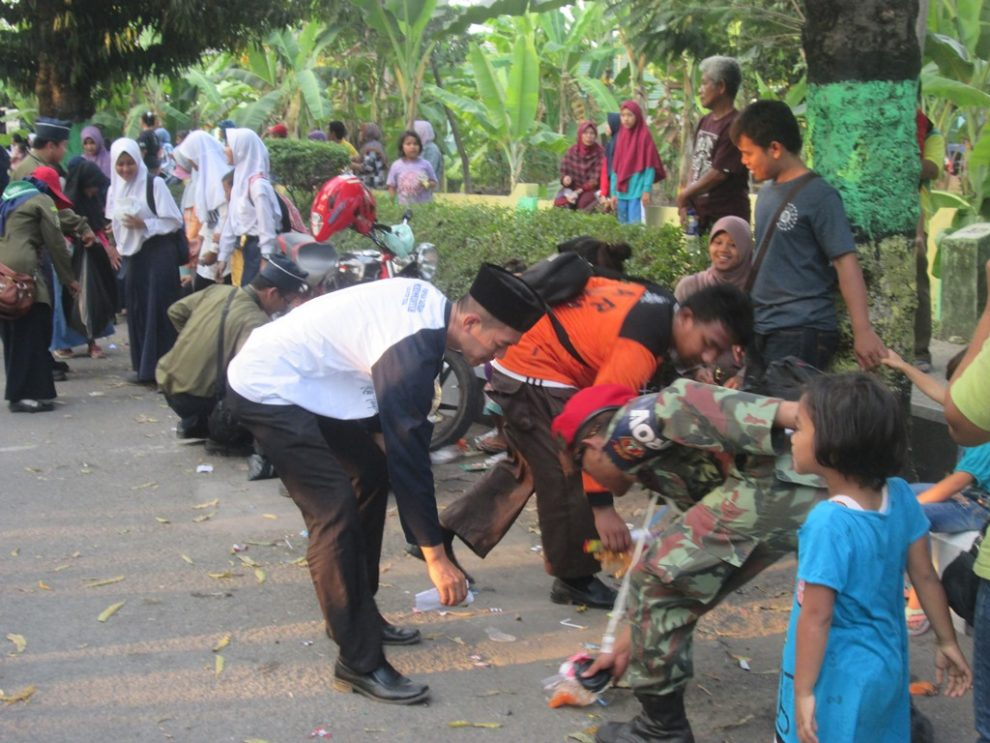 Amm Kabupaten Tegal Gelar Aksi Pungut Sampah Karnaval Hut Ri