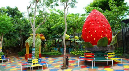 Maharani Area Foto Kebun Binatang Goa Lamongan Kab