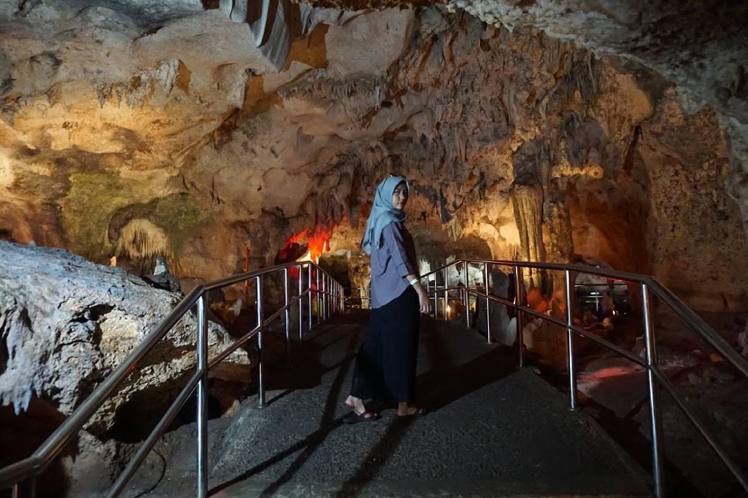 Tempat Wisata Lamongan Hits 2018 Goa Maharani Kebun Binatang Kab