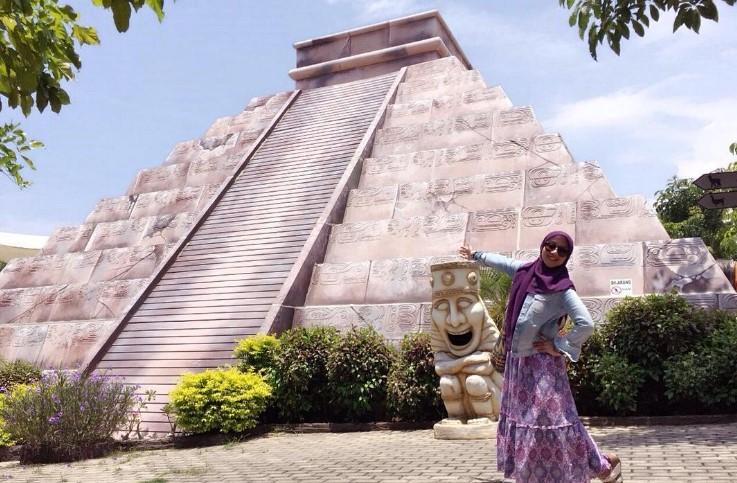 Wisata Maharani Zoo Pesona Goa Aneka Satwa Lamongan Jawa Foto