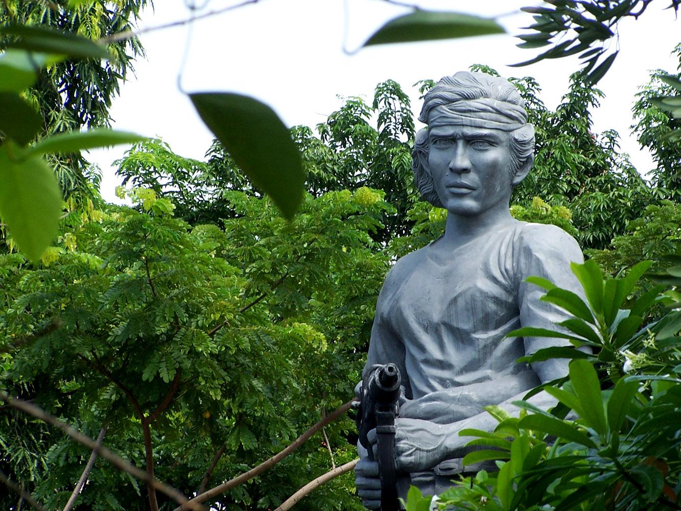 Info Kabupaten Lamongan Halaman 5 Patung Kadet Suwoko Makam Dewi