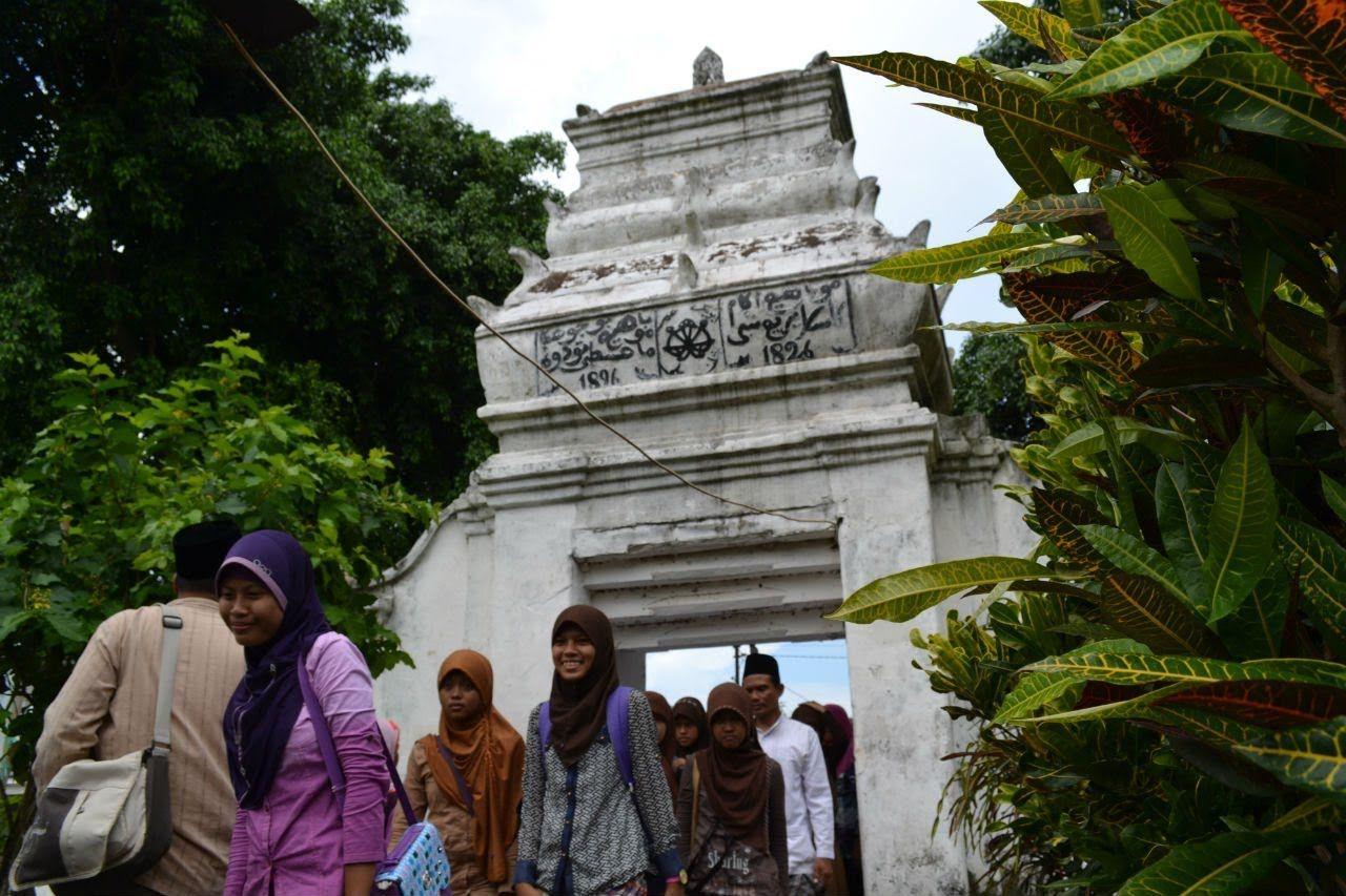 Makam Islam Sendang Duwur Candi Lamongan Jelajah Nesia Journey Youtube