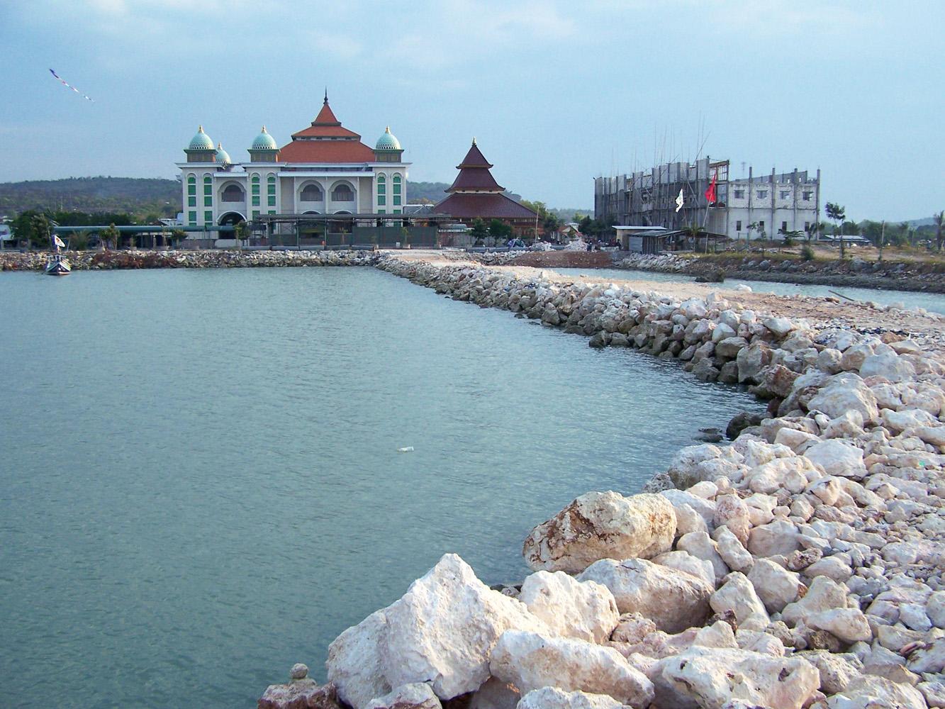Pertualangan Wisata Kuliner Oktober 2014 Masjid Bangunan Makam Tpq Dewi