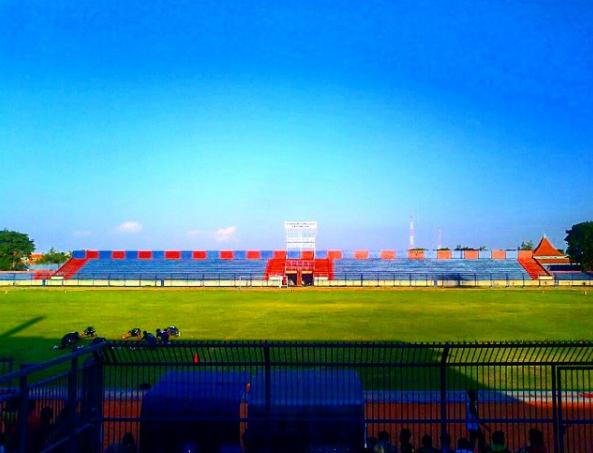 Rekomendasi 21 Tempat Wisata Lamongan Ramai Wisatawan Stadion Surajaya Makam