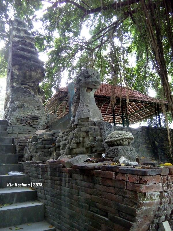 Gresik Liburan Murah Ziarah Makam Sunan Giri Jawa Candi Bentar