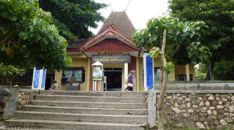 Museum Sunan Drajat Weecak Makam Kab Lamongan
