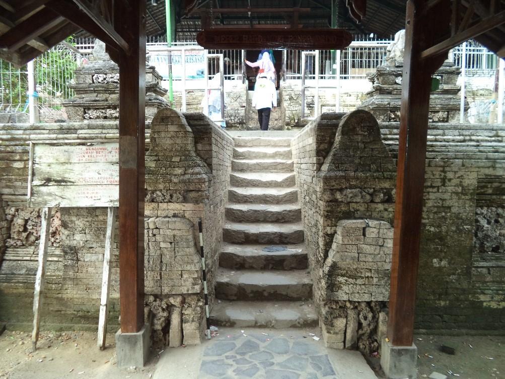 Sistem Registrasi Nasional Cagar Budaya Gapura Teras Makam Sunan Drajat