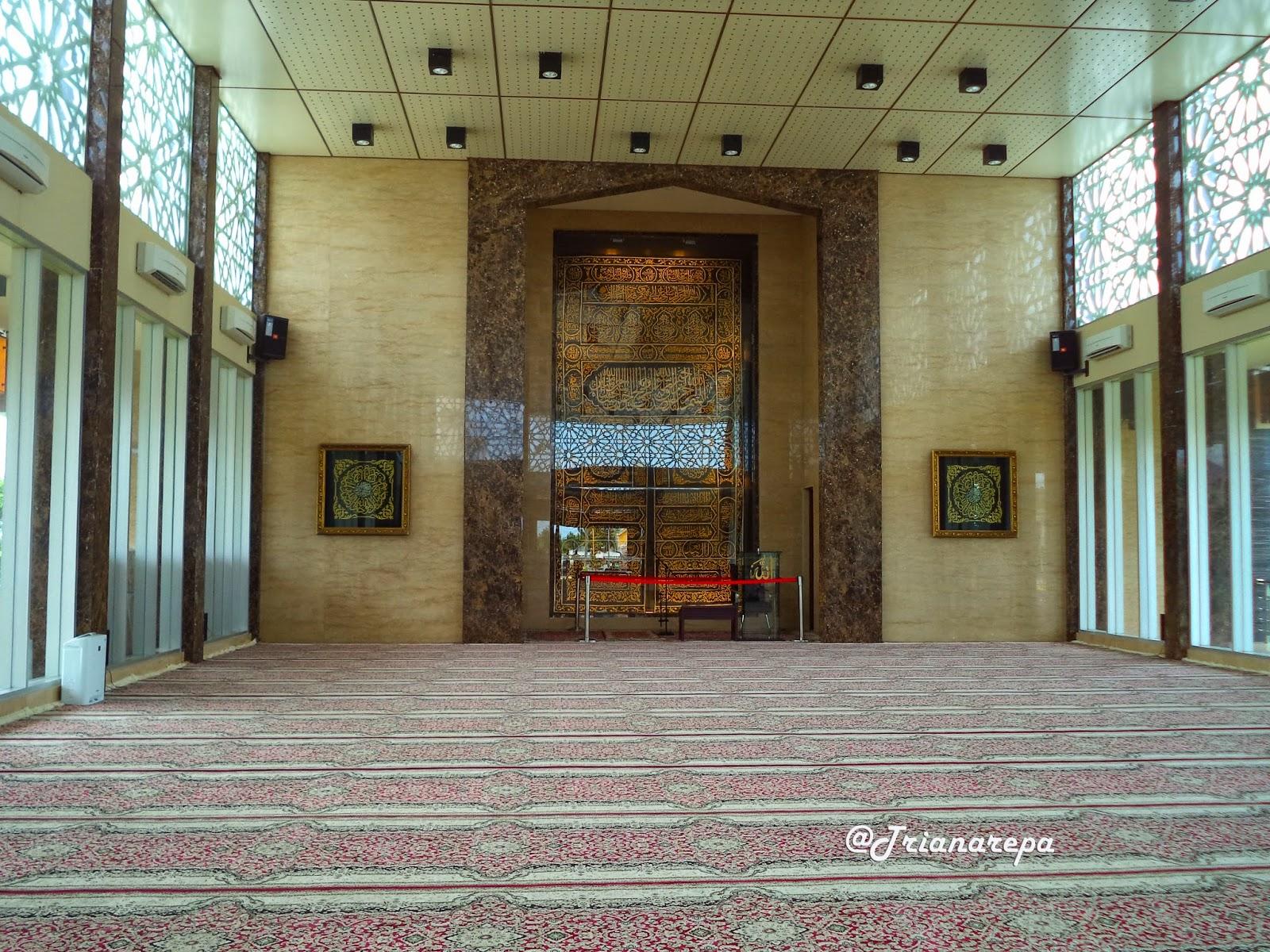 Indahnya Masjid Namira Lamongan Pejalan Memasuki Bagian Kita Disambut Dinginya