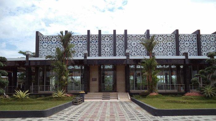 Singgah Namira Masjid Ikon Lamongan Surya Agung Kab
