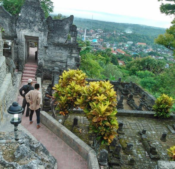 Rekomendasi 21 Tempat Wisata Lamongan Ramai Wisatawan Makam Sunan Sendang