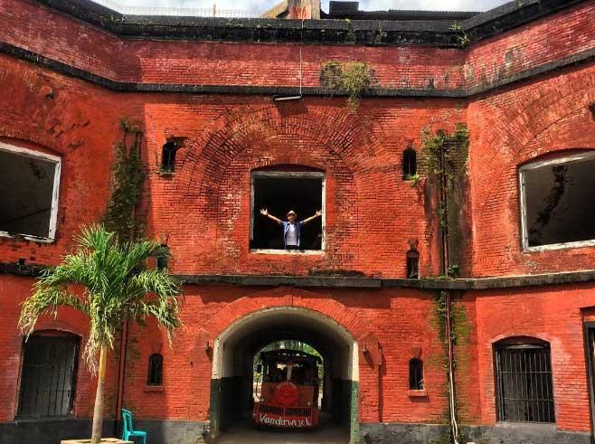 Tempat Wisata Lamongan Terbaru 2018 Nomor 13 Ngehits Monumen Van