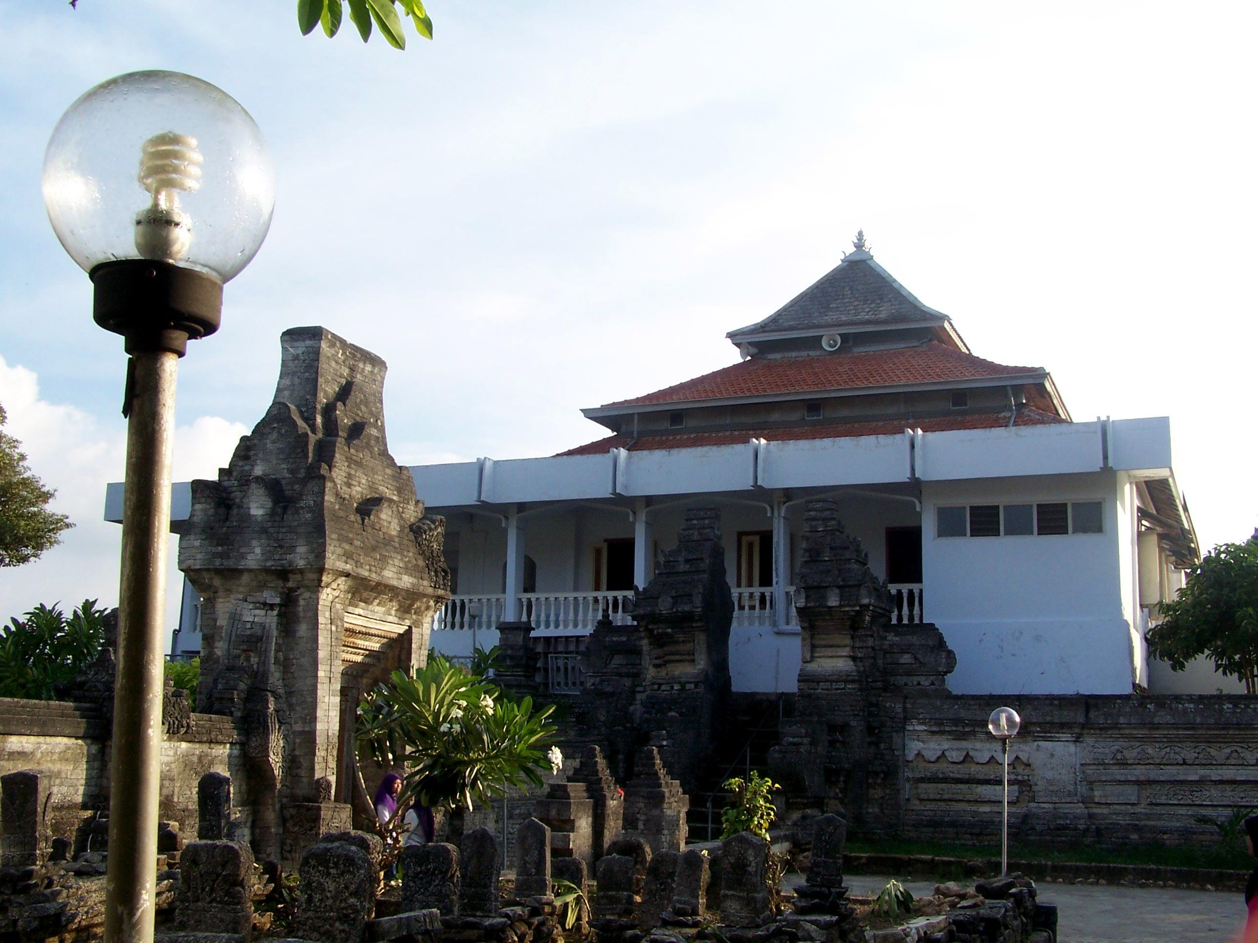 Wisata Religi Makam Sunan Sendang Duwur Info Kabupaten Lamongan Area