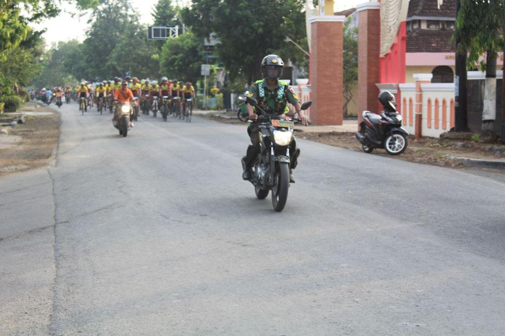 Kodim 0812 Lamongan Pengamanan Kegiatan Fun Bike Rangka Hut Makodim
