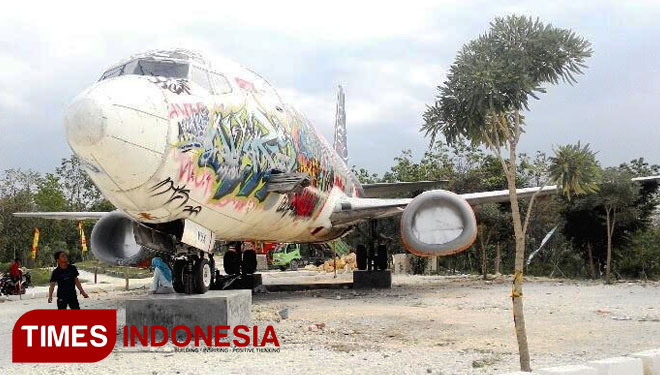 10 November Destinasi Wisata Lamongan Times Indonesia Bekas Pesawat Batavia