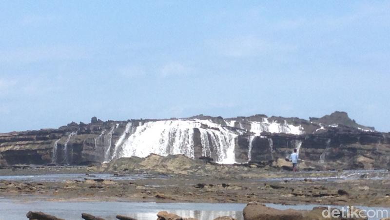 Fenomena Unik Sawarna Air Terjun Laut Nama Desa Kecamatan Bayah