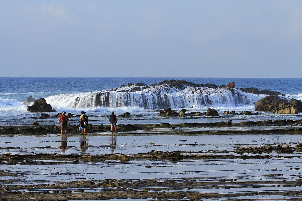 Pantai Karang Taraje Tangga Unik Banten Kab Lebak