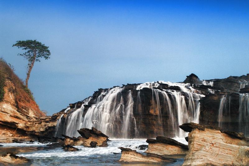 Pesona Wisata Laut Kidul Pantai Karang Taraje Kab Lebak