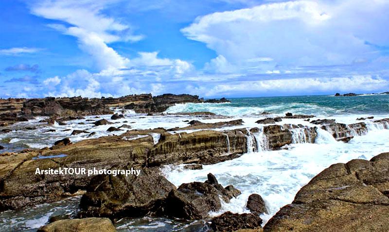 Pesona Wisata Laut Kidul Pantai Karang Taraje Oleh Penduduk Menamainya