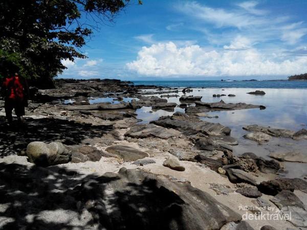 Terpesona Indahnya Pantai Karang Taraje Sawarna Kecil Sekitaran Bibir Kab