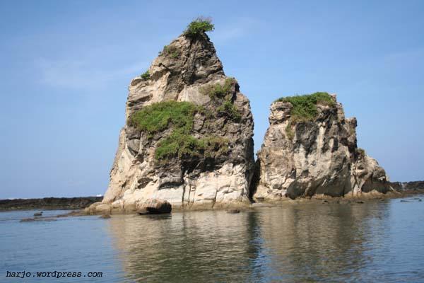 Visit Amazing Indonesia Pantai Binuangeun Karang Taraje Memiliki Batu Batuan